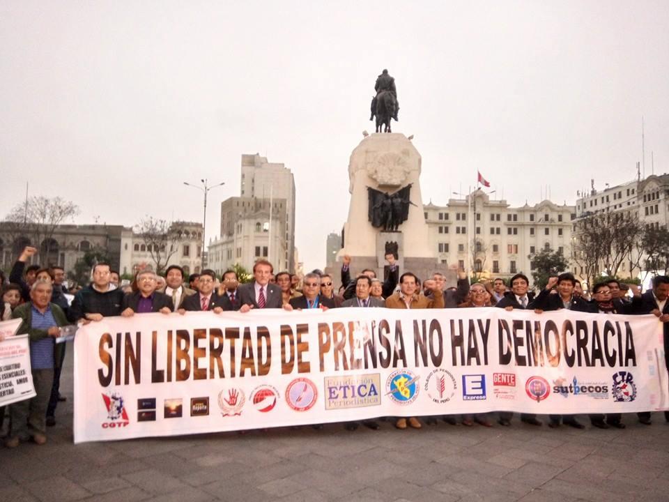 Perú: Exitosa movilización de periodistas exige dejar sin efecto acusaciones de Ministro de Defensa